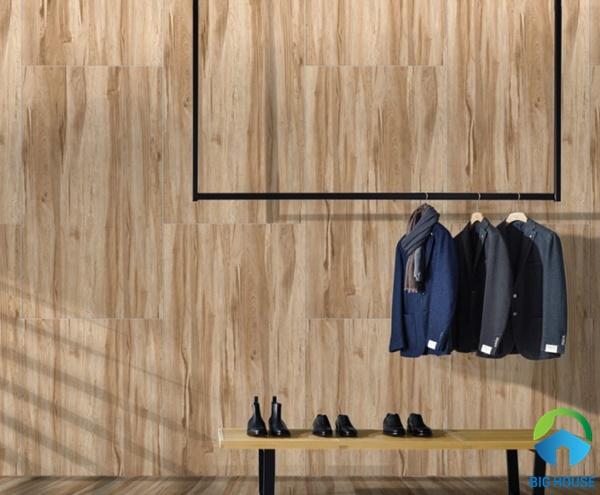Gạch ốp tường giả gỗ màu nâu sang trọng, đẹp mắt