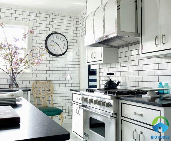Gạch thẻ trắng ốp nhà bếp độc đáo, ấn tượng