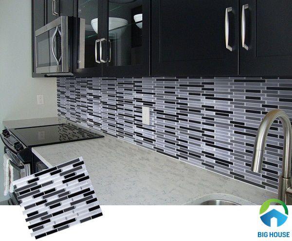 Sử dụng gạch dán tường dạng decal giúp tiết kiệm chi phí