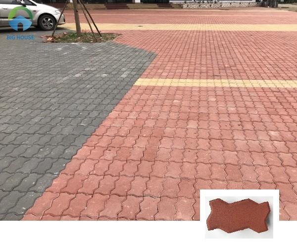 Lát sân bằng gạch block con sâu đỏ được sự dụng phổ biến hiện nay
