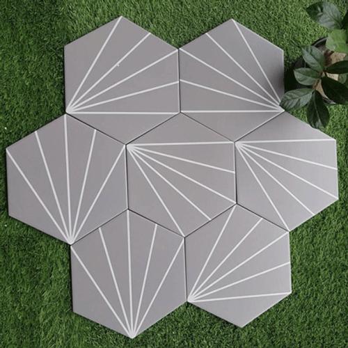 Mẫu gạch lục giác màu xám nhạt họa tiết 5 dòng kẻ đơn giản