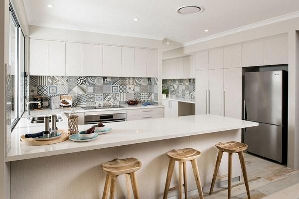 Gạch bông ốp tường nhà bếp tạo nên sự độc đáo riêng