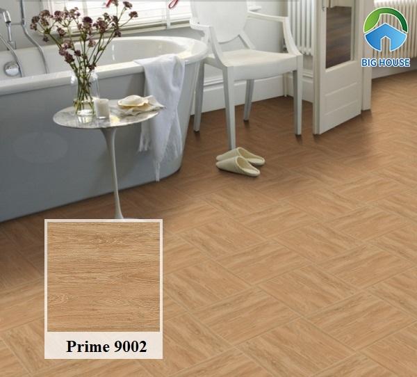 Gạch ceramic Prime 9002 300x300 họa tiết vân gỗ lát nền nhà tắm tạo cảm giác ấm cúng. Bên cạnh đó, bề mặt nhám của gạch giúp chống trơn rất hiệu quả