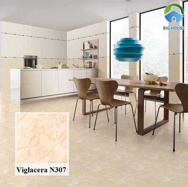 Viglacera N307 là mã gạch giả đá sở hữu gam màu cam vàng lạ mắt. Mẫu gạch này kết hợp cùng nội thất bằng gỗ hoặc tone màu trắng rất phù hợp