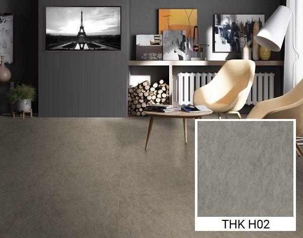 Mẫu gạch lát nền màu ghi đen phù hợp với những căn phòng hay nồm ẩm