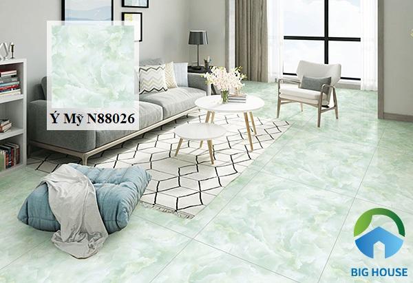 Mẫu gạch lát nền phòng khách N88026 màu xanh của thương hiệu Ý Mỹ đẹp mắt. Sản phẩm này rất thích hợp với những gia chủ có bản mệnh Mộc