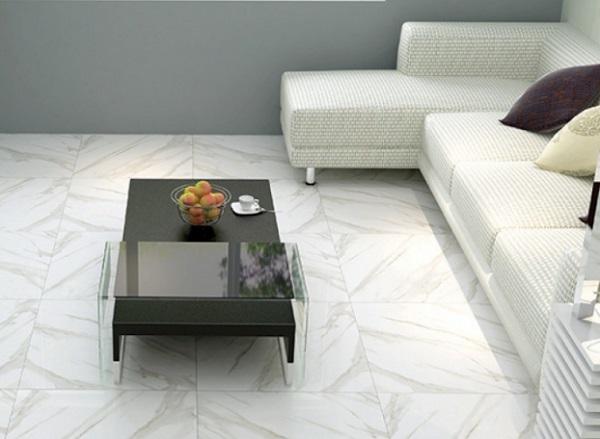 gạch lát nền màu trắng là lựa chọn hoàn hảo giúp mở rộng không gian phòng khách