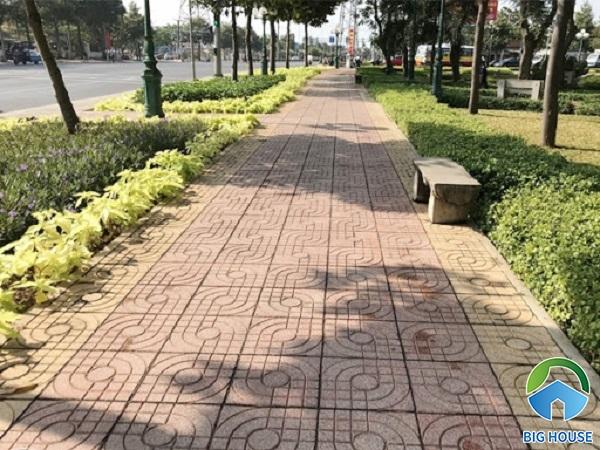 Tham khảo mẫu gạch terrazo hồng đỏ lát lối đi trong công viên