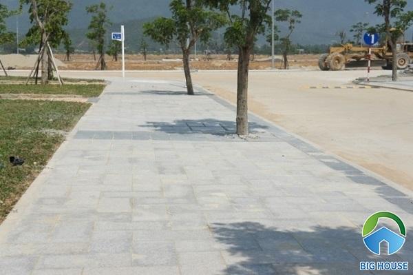 Gợi ý mẫu gạch lát vỉa hè giả đá màu ghi cho khu đô thị mới xây