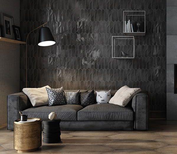 Gạch lục giác màu đen dạng cọc dài men bóng được sử dụng để ốp trang trí tường phòng khách