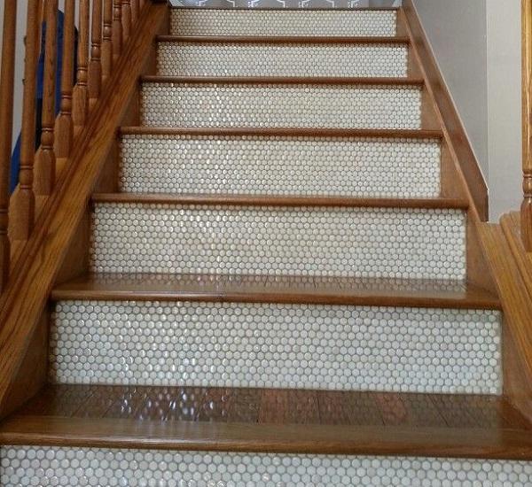 gạch mosaic lát cầu thang