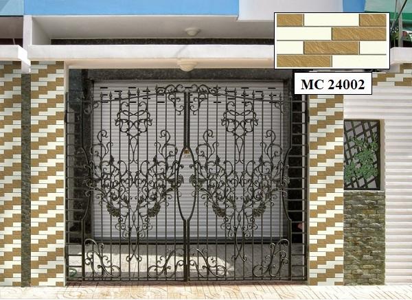 Gạch MC 24002 ốp trang trí giả đá màu nâu kem giúp cổng nhà thêm nổi bật và ấn tượng
