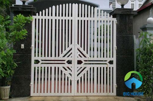 gạch ốp cổng màu đen