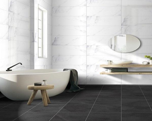 Gạch ốp tường nhà tắm màu trắng mang lại vẻ đẹp đẳng cấp