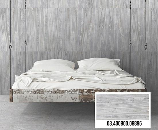Gạch vân gỗ màu ghi sáng kết hợp cùng nội thất màu gỗ tông sáng mang đến sự sang trọng