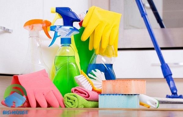 Sạch nhanh và đánh bay mọi vết bẩn cần nhờ đến các hóa chất tẩy rửa