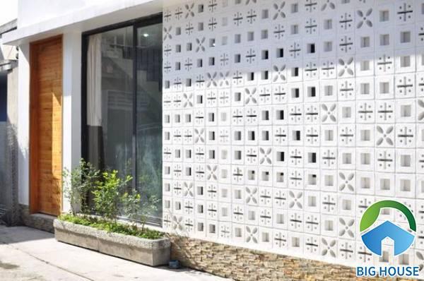 Gạch ốp tường sân vườn bông gió