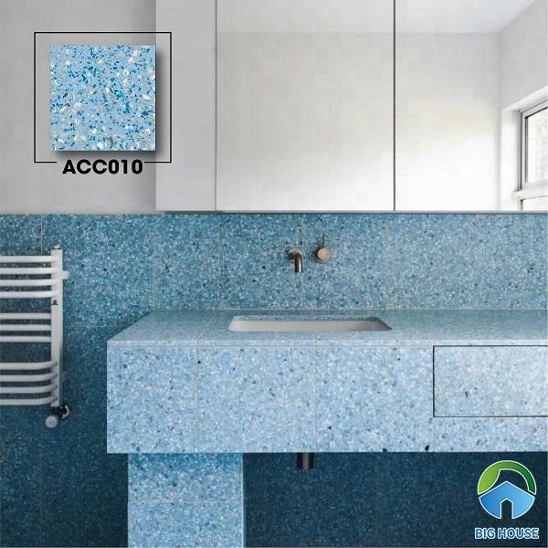 Không gian phòng tắm tươi mát, thoáng đãng với mẫu gạch terrazzo ACC010 xanh da trời. Họa tiết đá nhỏ lung linh trên bề mặt gạch tạo hiệu ứng lấp lánh rất bắt mắt.