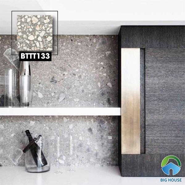 Mã gạch terrazzo BTTT113 600x600 với những họa tiết đá chân thực, giống với đá trong tự nhiên. Sử dụng loại gạch này ốp tường giúp không gian bếp sang trọng, sở hữu nét đẹp đặc biệt.
