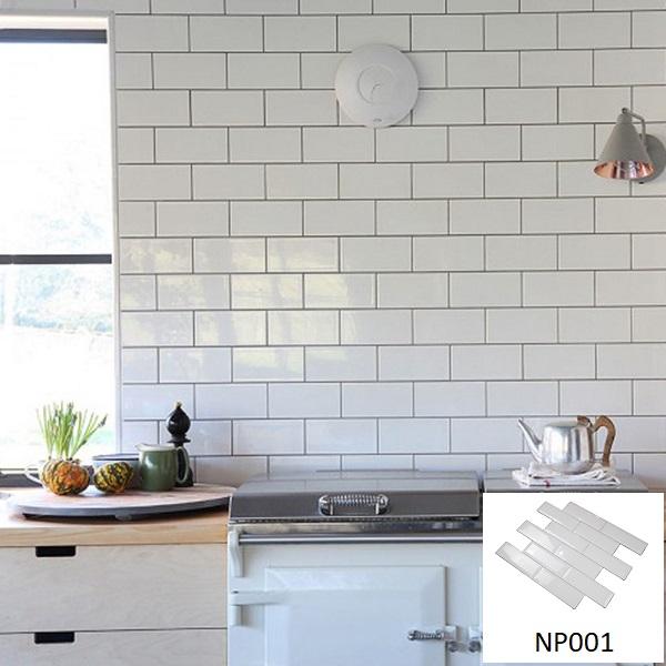 Gạch thẻ ốp tường nhà bếp NP001 vừa sang trọng và giúp nhà bếp luôn sáng bóng, đẹp mắt.