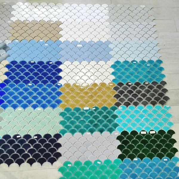 Dòng gạch này có màu sắc đa dạng: đen, trắng, hồng, xanh ngọc, xanh dương, đỏ, vàng...