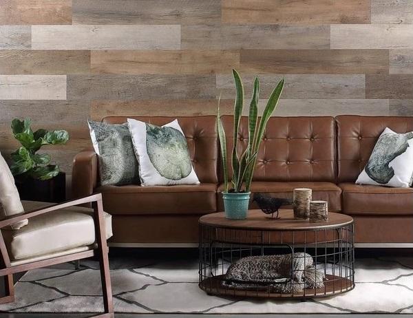 Kết hợp giữa nhhiều mẫu gạch ốp tường giả gỗ khác nhau cho phòng khách tạo nên sự mới lạ