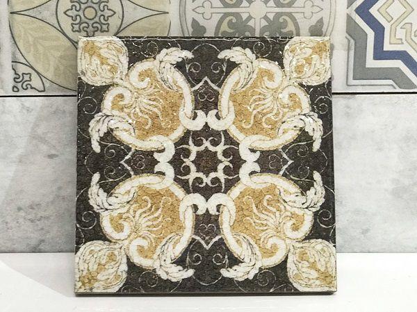 Với tông màu đậm, mẫu gạch sở hữu vẻ đẹp sang trọng và cuốn hút
