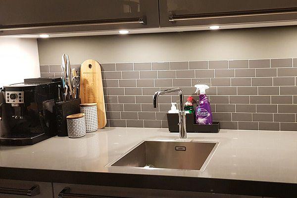 ốp gạch nhà bếp so le